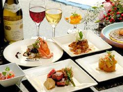 旬の食材を用いたコース料理も各種ご用意しております。