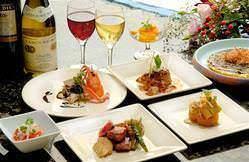季節の食材を盛り込んだコース料理も各種ご用意しております