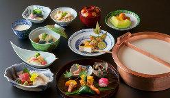【ゆば会席】 旬の食材を使用した会席とゆば鍋をご賞味下さい。