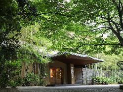 美濃吉 本店「竹茂楼」の直営店となります。※写真は本店