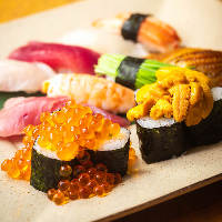 """=寿司も美味= 中でも""""こぼれる""""うに&いくらは大人気!"""