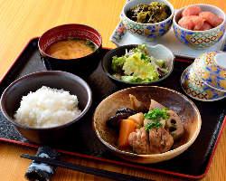 ランチは辛子明太子・からし高菜、ご飯をお好きなだけどうぞ