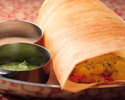 人気!南インドを代表する 野菜がたっぷり入ったクレープ