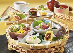 季節感を感じる昼御膳。 ランチは1,080円からになります。
