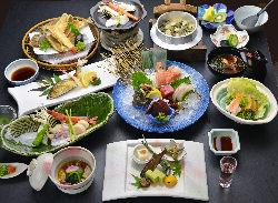 和食店の味に板前の一工夫!!! 懐石料理は自慢の商品!!!