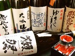 全国各地から集めた、こだわりの銘酒がズラリ。