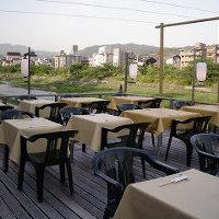 〈夏季限定の川床〉 夏の風物詩川床もご用意。5月~9月限定。
