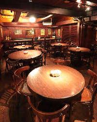 海外の酒場のような雰囲気♪着席は最大90名様までOK◎