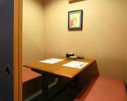 2階 2~3名様個室 喫煙可 接待・同伴にご利用下さい。