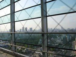 天王寺公園やキタのビル群を眺める事が出来ます