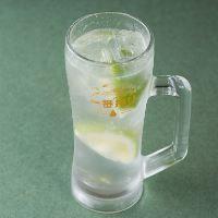【酎ハイ】 しまなみレモンの果汁を使用した天然の味わいが自慢