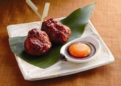 華味鳥特製たれつくね  卵黄の甘みがつくねの味を引き立てます