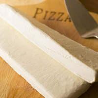 北海道産小麦・低水分バター使用の自家製生地が自慢のパイッツァ