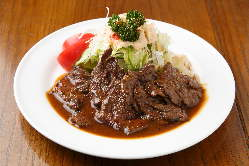 吉本芸能人 未知やすえさんもお気に入りの照焼ステーキとサラダ