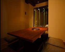 業界でも評判の竹の見える部屋は 幻想的な雰囲気で別世界。