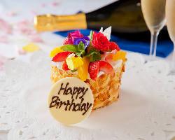 シェフ特製ケーキは誕生日 などお祝いにぴったり☆