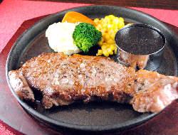 柔らかい肉質とジューシーな味わいの「アンガス牛」サーロイン