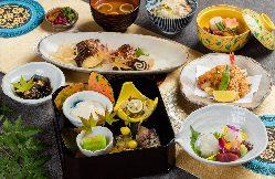 ●季節の食材を 素材にこだわった自慢の料理は絶品