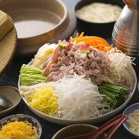 【鳥よし鍋】 お野菜も肉もたっぷりと。伝え継がれる秘伝の味
