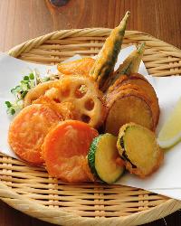 農家の定番。フリットタイプの旬野菜の唐揚げは納得の美味しさ!