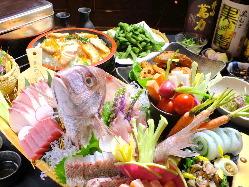 鯛の姿盛付に全コースできます。お刺身の後はあら炊きで提供