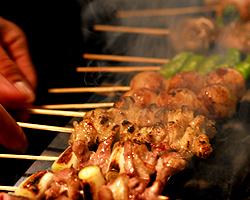 淡路産朝挽鶏使用の炭火焼鳥も是非お楽しみ下さい!