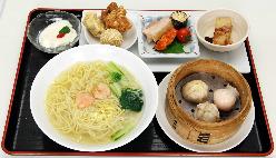 ランチに人気の飲茶ランチ、点心3品と麺かチャーハンを選べます