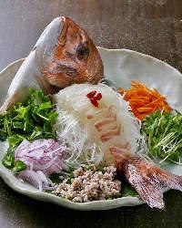 ハレの宴席には華やかな中華風鯛の姿造りをどうぞ