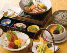 コースの前菜3種盛り! そば寿司が最高に美味い!