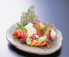 宴会コースのお造りは毎朝新鮮な魚介を仕入れています。