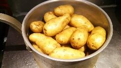 ポテトとサラダは勿論、料理は全て手作りです。