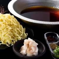 もつや野菜の旨みたっぷり出汁に〆の麺を入れてお楽しみ下さい!