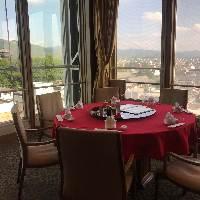 若草山が一望できる人気のお席。ご予約をお勧めします。