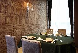 記念日・会食・ご接待に・・・寛ぎの個室空間をご用意。
