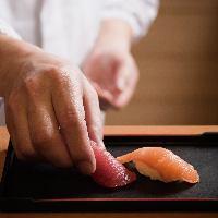 「ジャパニーズ・キッチン」では、人気のにぎり寿司を目の前で!