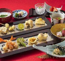 旬のものや多彩な食材を用いた天ぷら。出来たてのおいしさを!