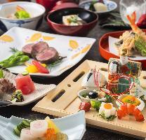四季折々の食材を使用した日本料理と天ぷらをお楽しみください。