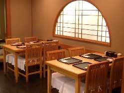 居心地の良い店内テーブル席は2~8名様まで◎