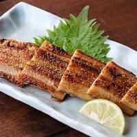 夏の味覚「鱧」など、魚介は旬のものを日替わりで提供