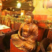 仏像が佇むエスニックな世界観をぜひご堪能ください♪