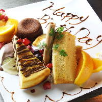 誕生日・記念日などのお祝いにはメッセージプレートでサプライズ