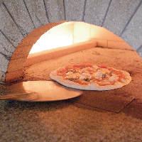 石窯で焼き上げる自慢のPIZZAは、たっぷりの旬野菜も楽しめます