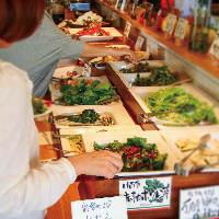 各地から産直で仕入れる新鮮野菜は野菜バイキングで思う存分堪能