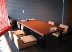 2階には中庭が望める空間や、ご宴会にもピッタリの個室も。