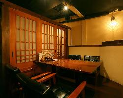 和モダンな雰囲気が◎テーブル個室も人気です♪
