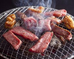 焼肉はもちろん炭火が一番! ぎゅっと凝縮された旨みは格別