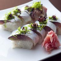 ワサビの味が消えるほどに脂の乗ったお寿司。 常連人気のメニュー!!