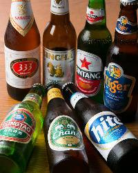 20種類以上の品ぞろえ!!世界各国のボトルビールが味わえます。
