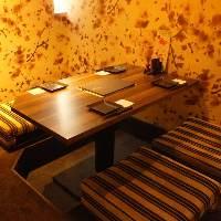 ゆったりと過ごせる掘りごたつ席。防音の大小完全個室を完備