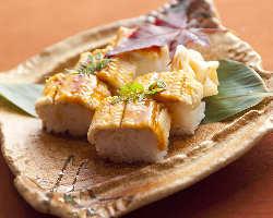 〆におすすめ甘いタレがなじんだ絶品!!穴子の棒寿司